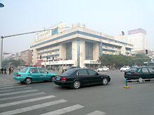 Китай стал крупнейшим автомобильным рынком в мире